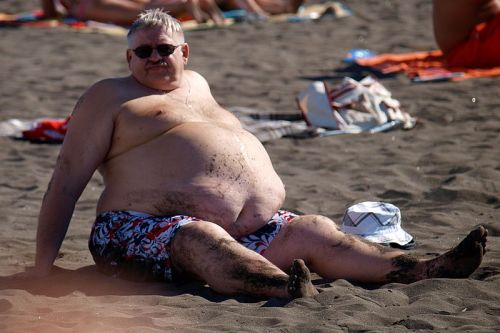 At_the_beach_-_male_abdominal_obesity