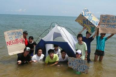 climate-refugee-protest-vietnam-350